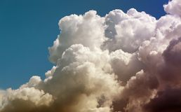 Ljusa vita stora moln för fotobakgrund Arkivfoto