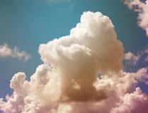 Ljusa vita stora moln för fotobakgrund Arkivfoton