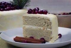 Ljusbrun kaka för citron med tranbär Royaltyfri Bild