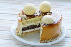 Ljusbrun kaka för festlig härlig karamell Royaltyfri Fotografi