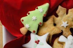 Ljusbrunt val för jul i bunke från över royaltyfri foto