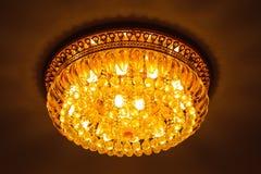 Ljuskrona för crystal exponeringsglas för närbild enorm arkivbild