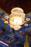 Ljuskrona i kinesisk tempel Royaltyfri Fotografi