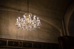 Ljuskrona i kyrka royaltyfria bilder