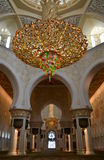 Ljuskrona i Sheikh Zayed Grand Mosque, Abu Dhabi, UAE Arkivbild