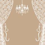 Ljuskrona och gardiner Arkivfoton