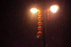 Ljusröd lampa för gata Royaltyfria Foton
