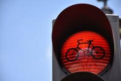 ljusröd trafik för cykel Arkivfoton