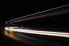 Ljusslingor i tunnel Långt exponeringsfoto som tas i en tunnel Långt exponeringsfoto som in tas Arkivfoton
