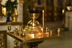 Ljusstake i kyrkan royaltyfri bild