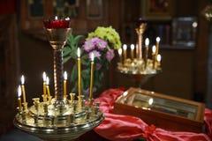 Ljusstake i templet Arkivbilder