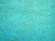Ljust - blå turkosstentextur med en sprucken ojämn grynig texturerad yttersida med en ojämn bekymrad gyttersur royaltyfria foton