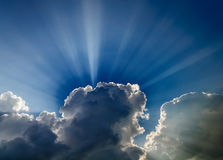 Ljust dramatiskt solljus royaltyfri fotografi