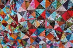 Ljust färgad hemlagad patchwork med abstrakta modeller royaltyfri bild