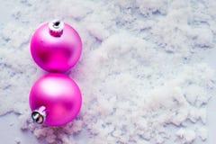 Ljust färgade gåvaaskar på träbakgrund, bästa sikt, nytt år och jul Ljus skugga Royaltyfria Bilder