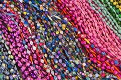Ljust färgglatt pryder med pärlor Arkivbild