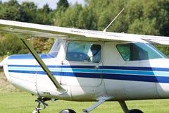 Ljust flygplan som är klart att ta av Royaltyfria Bilder