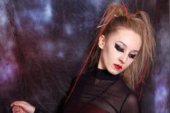 ljust gotiskt makeupkvinnabarn royaltyfri foto