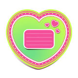 Ljust - gräsplan och rosa färger hjärta-formad etikett med textutrymme som isoleras på vit bakgrund Royaltyfria Foton