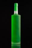 Ljust - grön alkoholflaska Royaltyfria Bilder