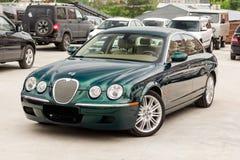Ljust gröna Jaguar S-typ 2007 främre sikt Fotografering för Bildbyråer