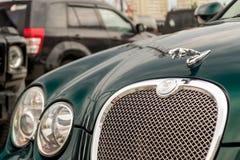 Ljust gröna Jaguar S-typ 2007 främre sikt Royaltyfria Foton
