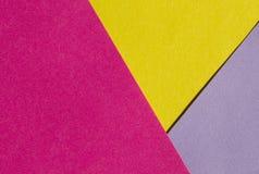 Ljust guling-, rosa färg- och lilapapper texturerar bakgrundsdiagonalen Arkivbilder