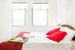 Ljust och nytt sovrumfölje Arkivbilder