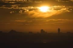 Ljust orange morgonljus i Phoenix, Arizona Arkivbilder