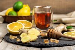 Ljust rödbrun te och ingredienser Royaltyfria Foton