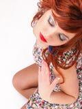ljust rödbrun älskvärd kvinna Arkivfoton