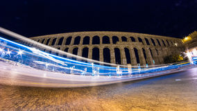 Ljust sudd på den Segovia akvedukten fotografering för bildbyråer