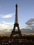 ljust torn för december eiffel afton arkivbild