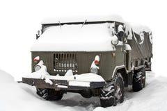 LKW abgedeckt mit Schnee Stockfotos