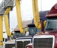 LKW-Anschlag mit Klimaanlagenentlüftungsöffnungen stockfotos
