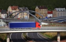 LKW auf Brücke Lizenzfreie Stockfotos