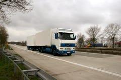 LKW auf einer deutschen Datenbahn lizenzfreies stockfoto