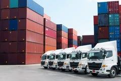 LKW-Flotte mit schönem Himmel stockbilder