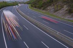 LKW-Lichter auf der Straße Stockbild