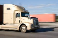 LKW mit einer Geschwindigkeit