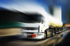LKW mit Kraftstofftank Lizenzfreie Stockfotos