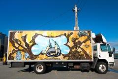LKW mit Wandgemälde Stockbild