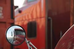LKW-Reflexion stockbild