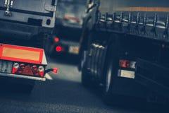 LKW-starker Verkehr lizenzfreie stockbilder