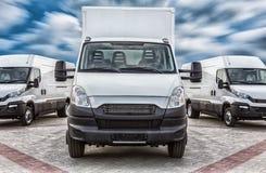 LKW- und Mehrzweckfahrzeugfrachtlieferung stockfotos