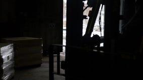 LKW zieht in ein Lager stock video footage