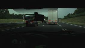 LKWs auf der Autobahn überholen stock video footage