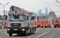 LKWs an erster Moskau-Parade des Stadt-Transportes Lizenzfreie Stockbilder