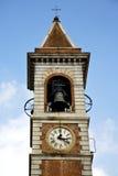 Ll lombardo Somma и день колокола башни церков солнечный Стоковое Изображение RF