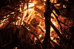 Llama ardiendo de madera y del fuego imágenes de archivo libres de regalías